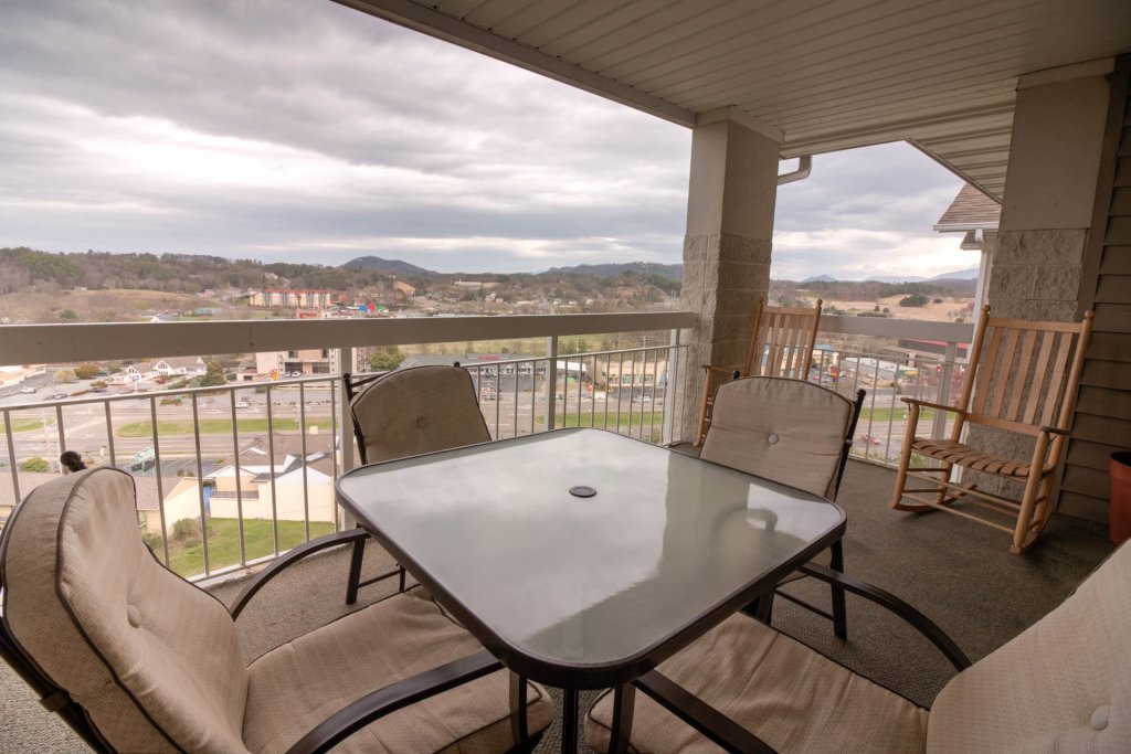 Photo of a Pigeon Forge Condo named Whispering Pines 253 - This is the second photo in the set.