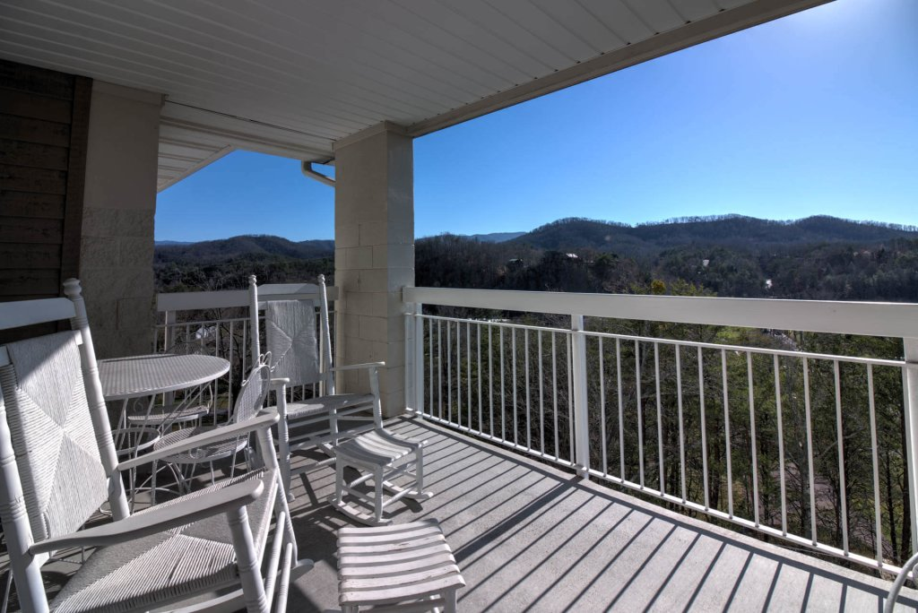 Photo of a Pigeon Forge Condo named Whispering Pines 654 - This is the second photo in the set.