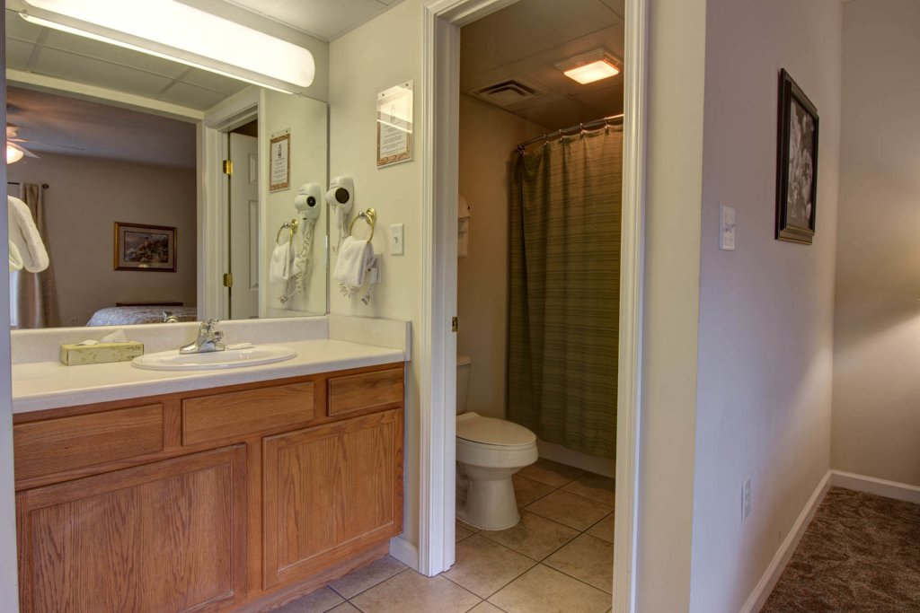 Photo of a Pigeon Forge Condo named Whispering Pines 521 - This is the twenty-first photo in the set.