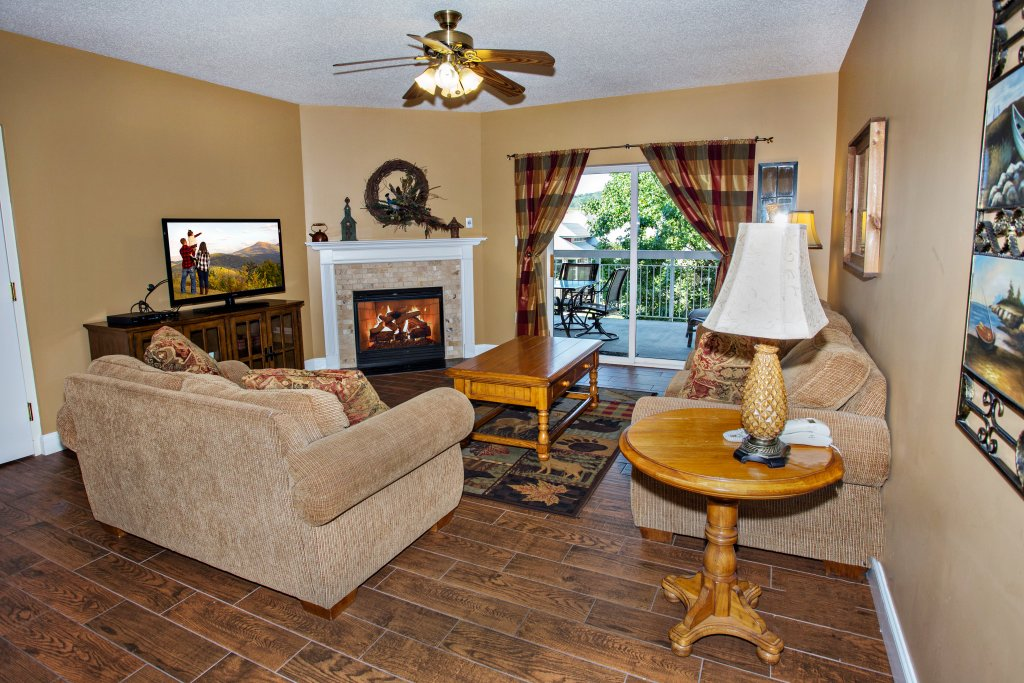 Photo of a Pigeon Forge Condo named Bear Crossing 203 - This is the second photo in the set.