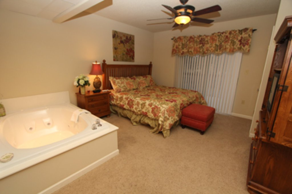 Photo of a Pigeon Forge Condo named Cedar Lodge 601 - This is the fifth photo in the set.