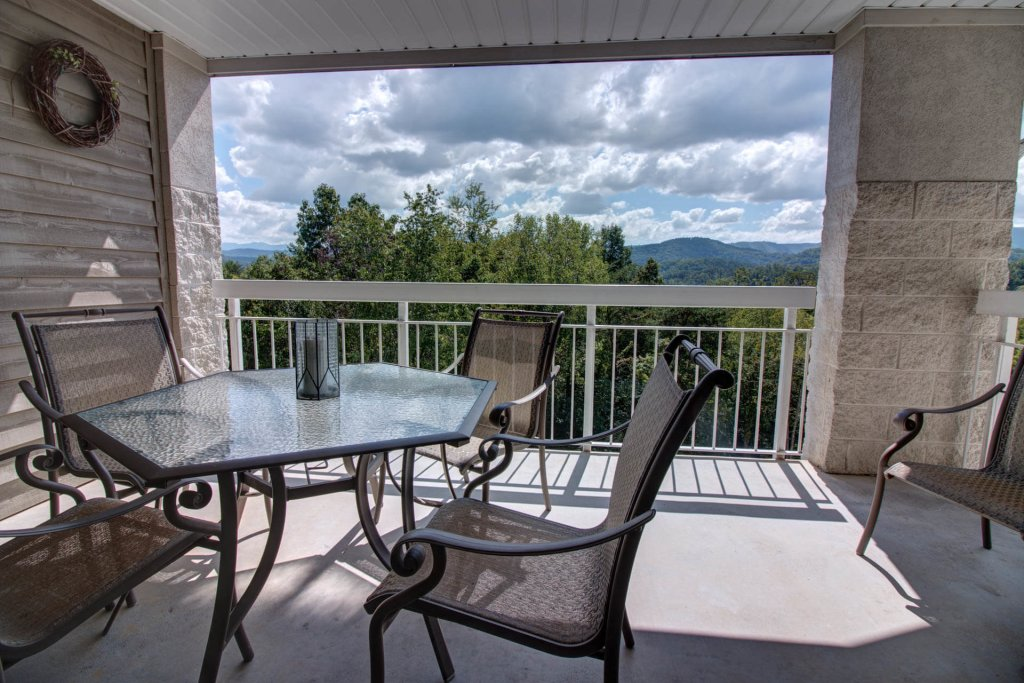 Photo of a Pigeon Forge Condo named Whispering Pines 354 - This is the second photo in the set.
