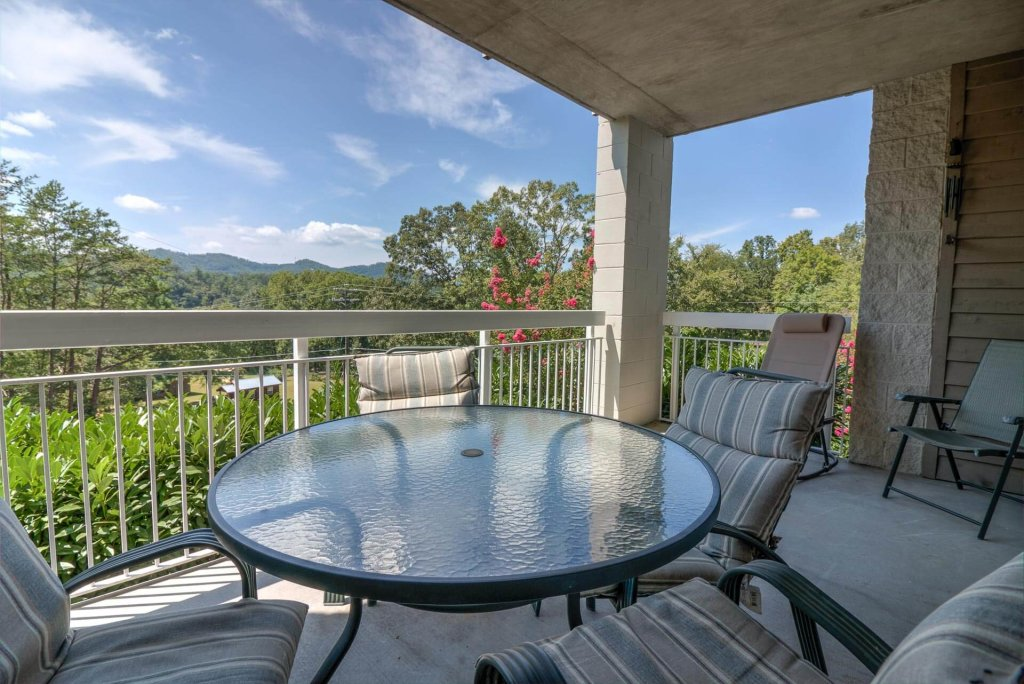 Photo of a Pigeon Forge Condo named Whispering Pines 611 - This is the first photo in the set.