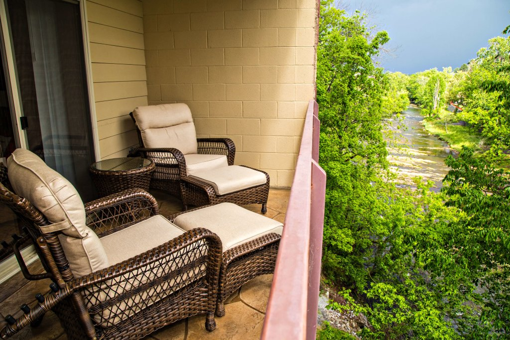 Photo of a Pigeon Forge Condo named Cedar Lodge 402 - This is the fourteenth photo in the set.