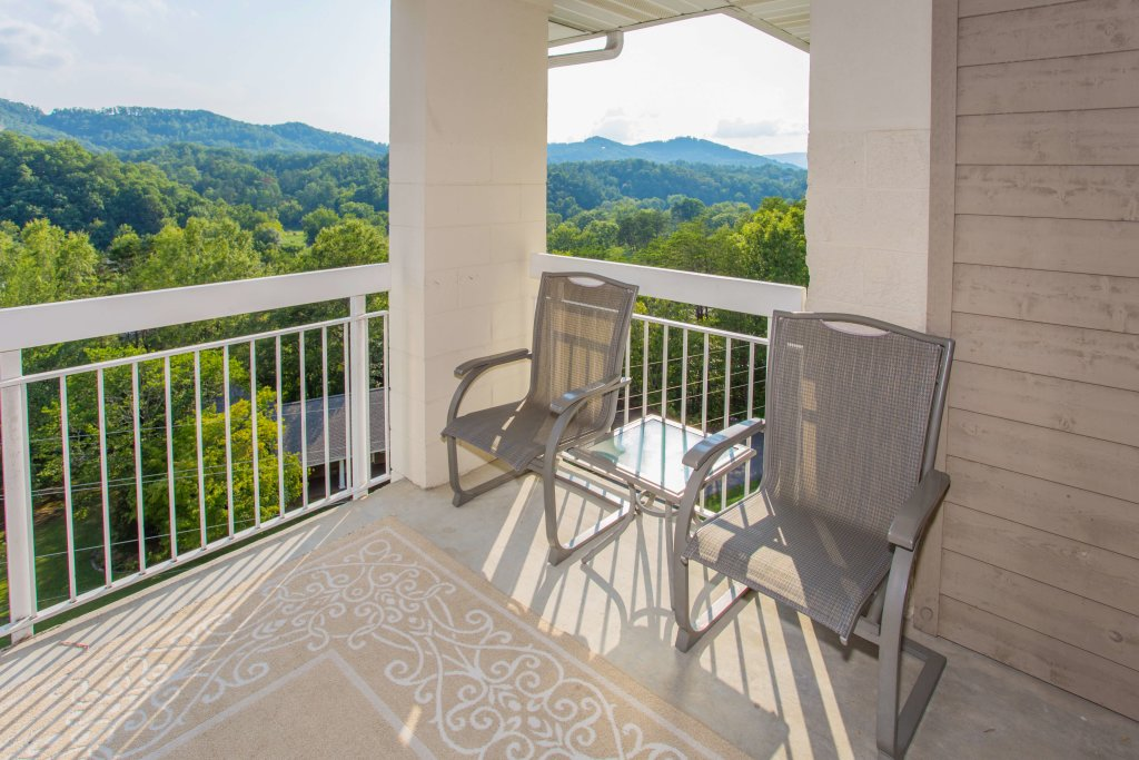 Photo of a Pigeon Forge Condo named Whispering Pines 552 - This is the third photo in the set.