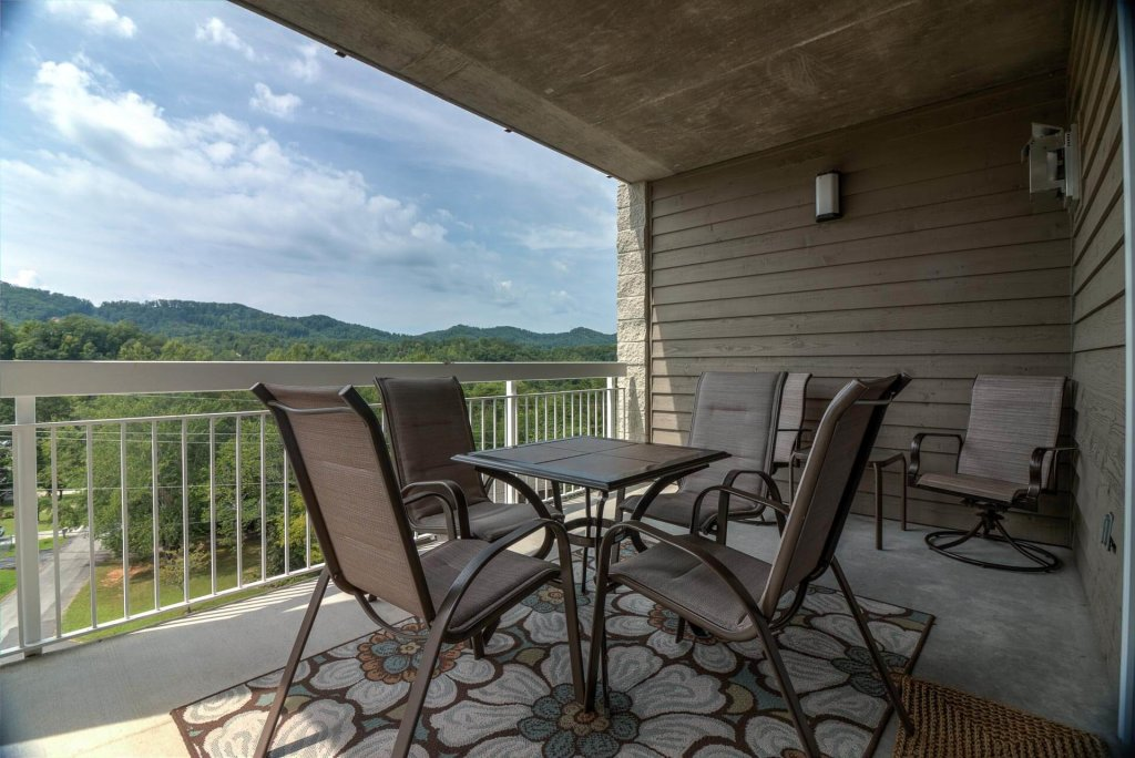 Photo of a Pigeon Forge Condo named Whispering Pines 531 - This is the first photo in the set.