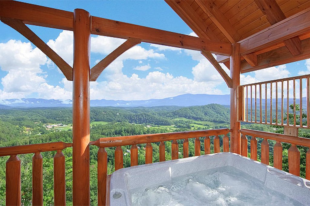 Photo of a Pigeon Forge Cabin named The Greenbrier 2934 - This is the thirty-second photo in the set.