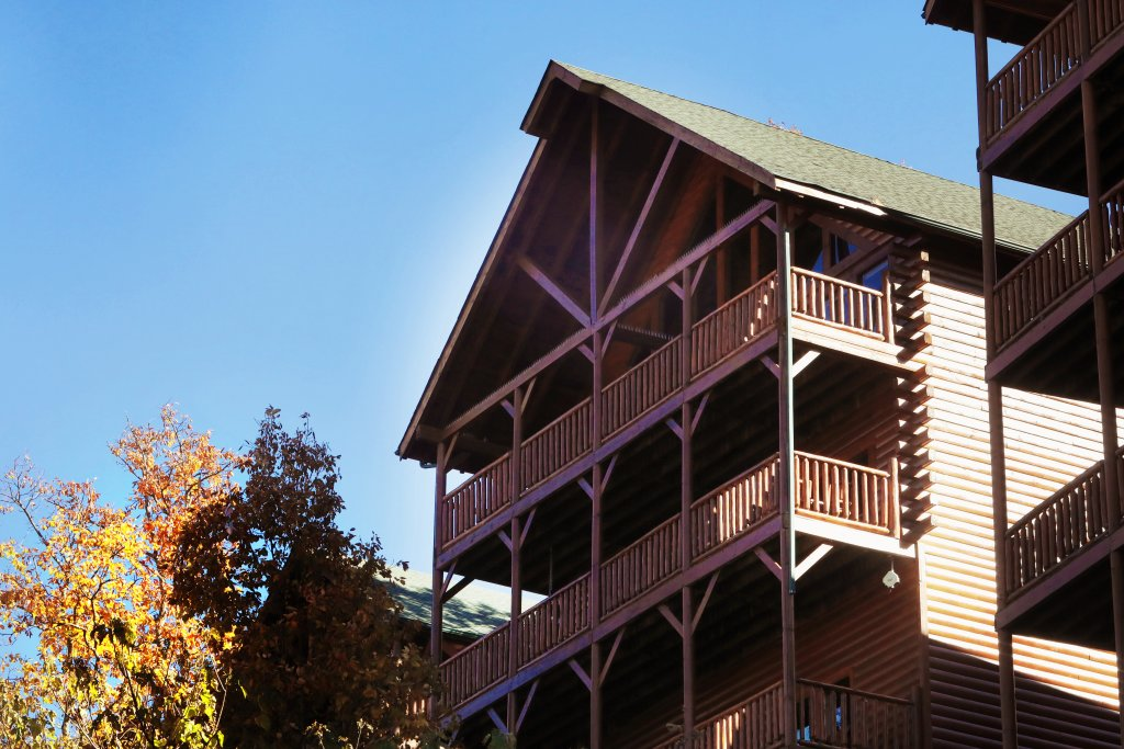 Photo of a Pigeon Forge Cabin named Majestic Mountain Pool Lodge - This is the first photo in the set.