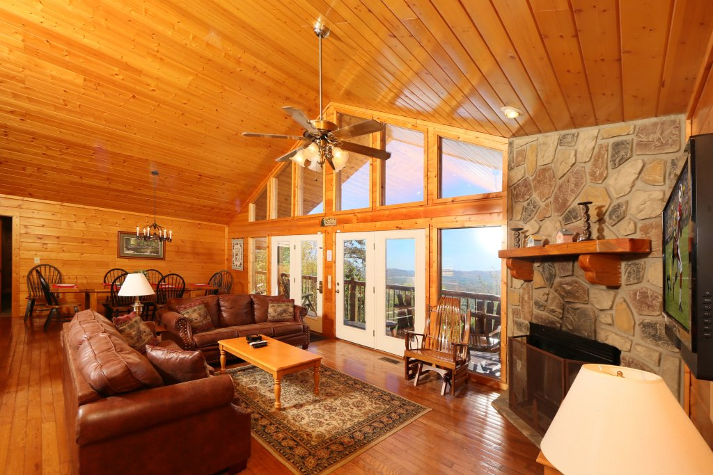 Photo of a Pigeon Forge Cabin named Majestic Views - This is the eleventh photo in the set.