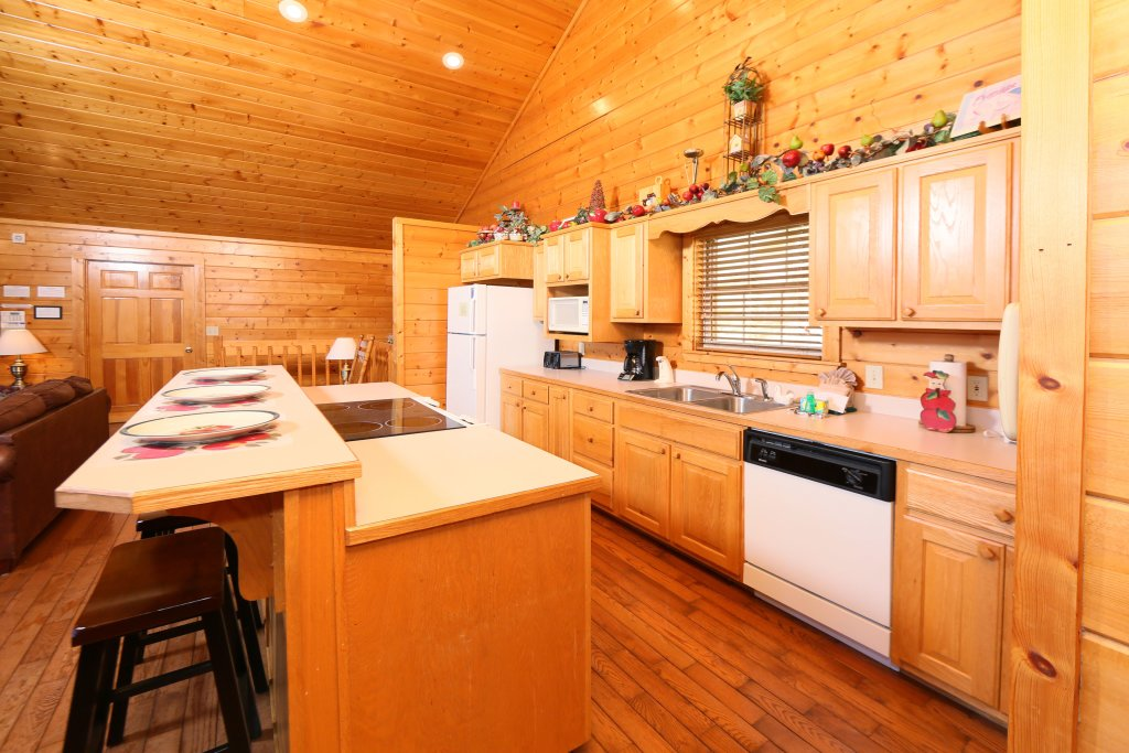 Photo of a Pigeon Forge Cabin named Majestic Views - This is the twenty-ninth photo in the set.