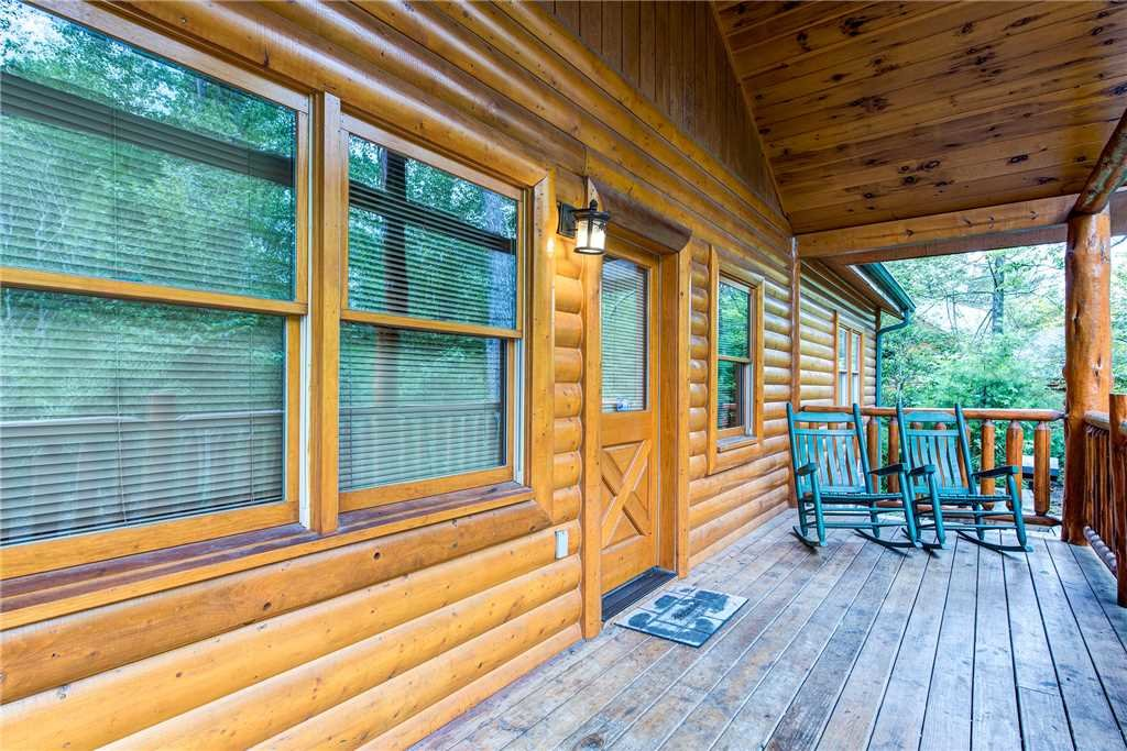 Photo of a Gatlinburg Cabin named Grand Bear Lodge - This is the thirty-second photo in the set.