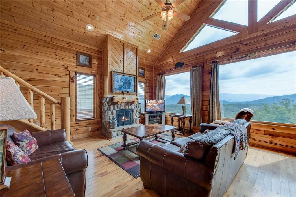 Photo of a Pigeon Forge Cabin named Must Be Dreamin' - This is the first photo in the set.
