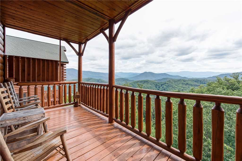 Photo of a Pigeon Forge Cabin named Must Be Dreamin' - This is the second photo in the set.