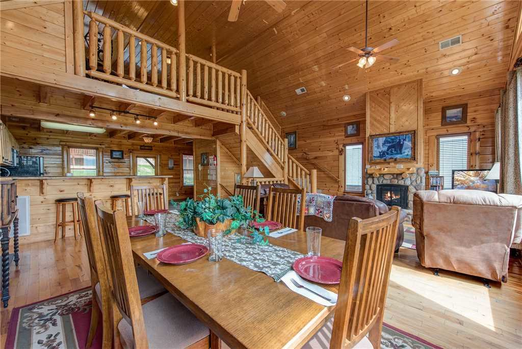 Photo of a Pigeon Forge Cabin named Must Be Dreamin' - This is the sixth photo in the set.