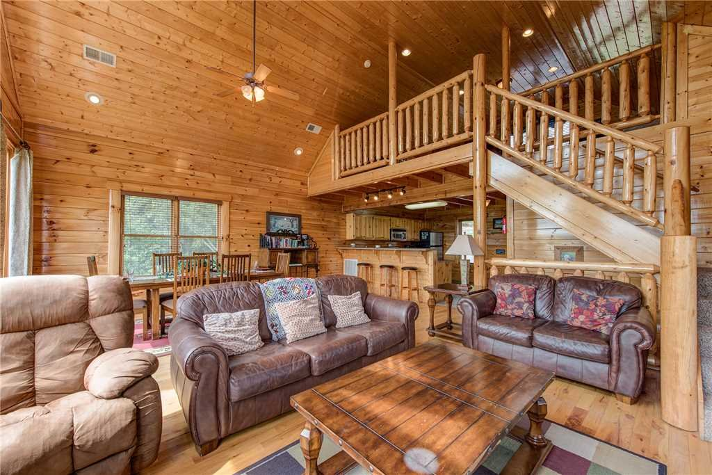 Photo of a Pigeon Forge Cabin named Must Be Dreamin' - This is the fifth photo in the set.