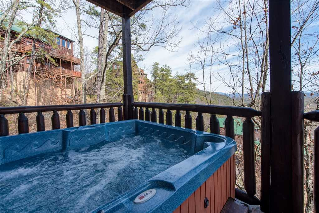 Photo of a Pigeon Forge Cabin named Mountain View Escape - This is the third photo in the set.