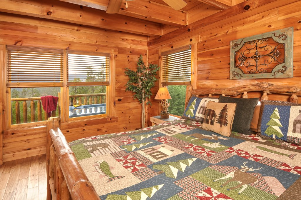 Photo of a Pigeon Forge Cabin named American Eagle - This is the ninth photo in the set.