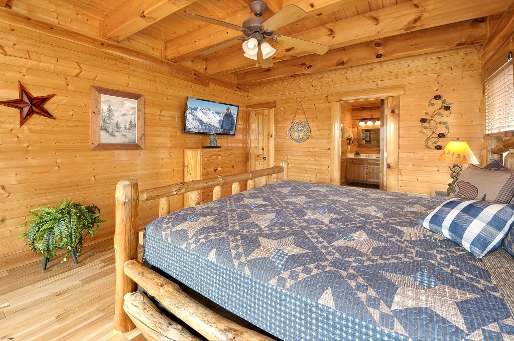 Photo of a Pigeon Forge Cabin named American Eagle - This is the thirteenth photo in the set.