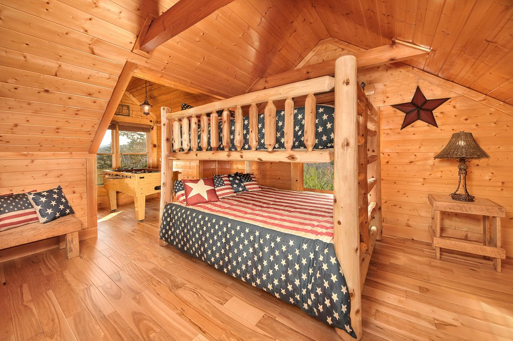 Photo of a Pigeon Forge Cabin named American Eagle - This is the twenty-seventh photo in the set.