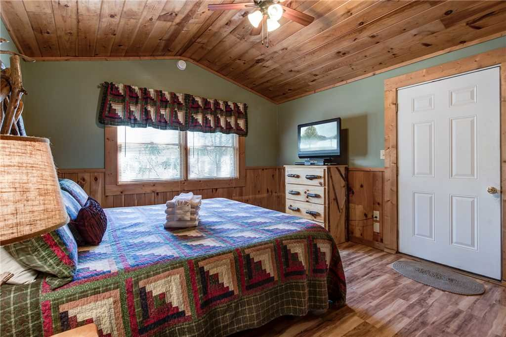 Photo of a Gatlinburg Cabin named Heart & Soul - This is the fourteenth photo in the set.