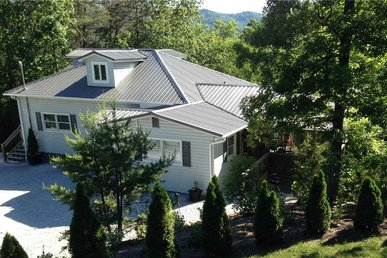Emory House, 8 Bedrooms, Hot Tub, Wifi, Porches, Playground, Sleeps 25