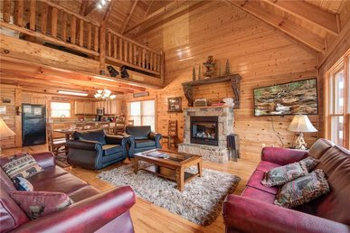 Sleepy Bear Lodge, 7 Bedrooms, Arcade, Theater Room, Hot Tub, Sleeps 22