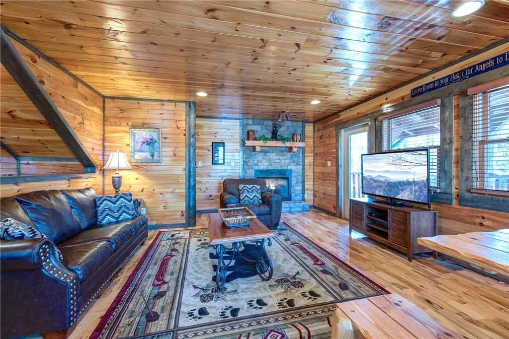 Photo of a Gatlinburg Cabin named Old Hickory Lodge - This is the first photo in the set.