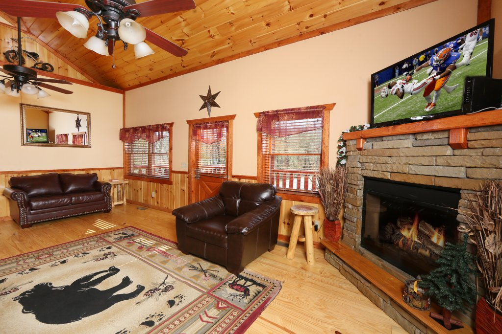 Photo of a Gatlinburg Cabin named Poolin' Around - This is the sixth photo in the set.