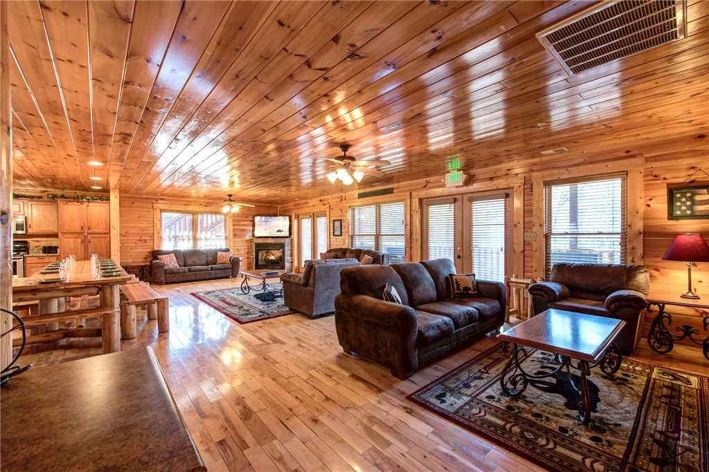Photo of a Gatlinburg Cabin named Hemlock Inn - This is the fifth photo in the set.