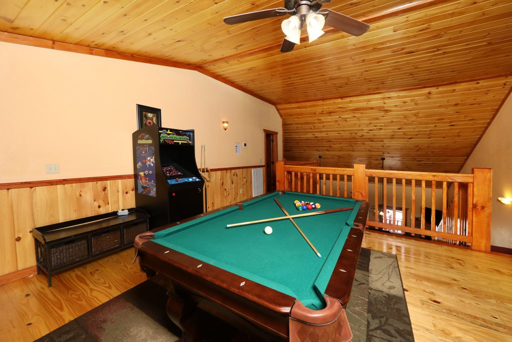 Photo of a Gatlinburg Cabin named Poolin' Around - This is the twelfth photo in the set.