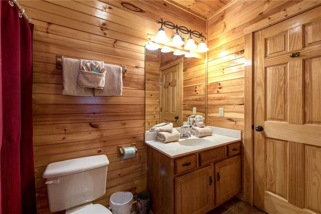 Photo of a Gatlinburg Cabin named Hemlock Inn - This is the twenty-seventh photo in the set.