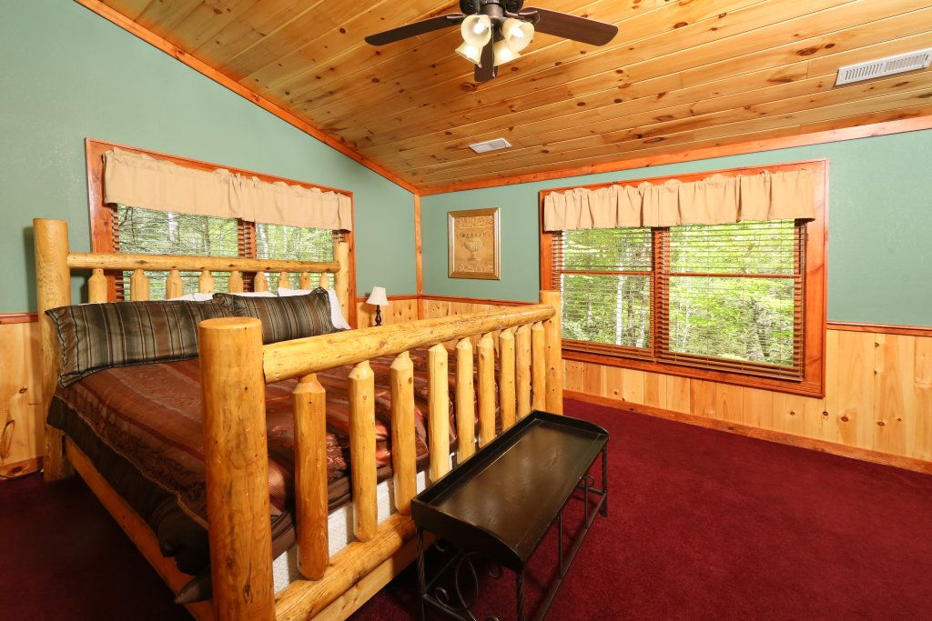 Photo of a Gatlinburg Cabin named Poolin' Around - This is the twenty-third photo in the set.