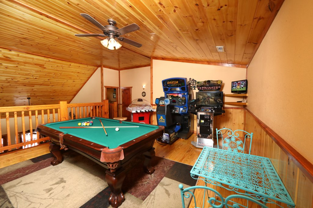 Photo of a Gatlinburg Cabin named Poolin' Around - This is the eleventh photo in the set.