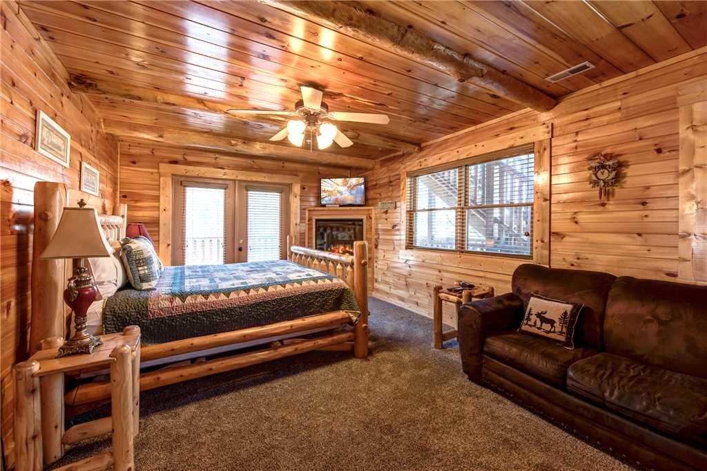 Photo of a Gatlinburg Cabin named Hemlock Inn - This is the thirteenth photo in the set.
