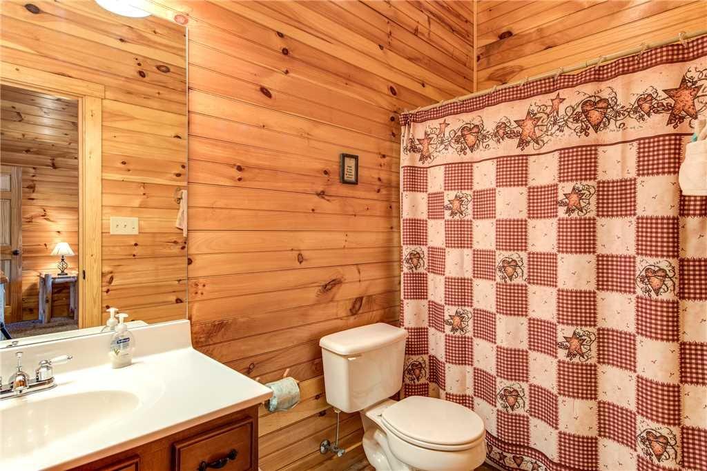 Photo of a Gatlinburg Cabin named Hemlock Inn - This is the twenty-first photo in the set.