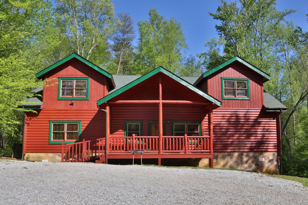 Photo of a Gatlinburg Cabin named Poolin' Around - This is the thirty-third photo in the set.