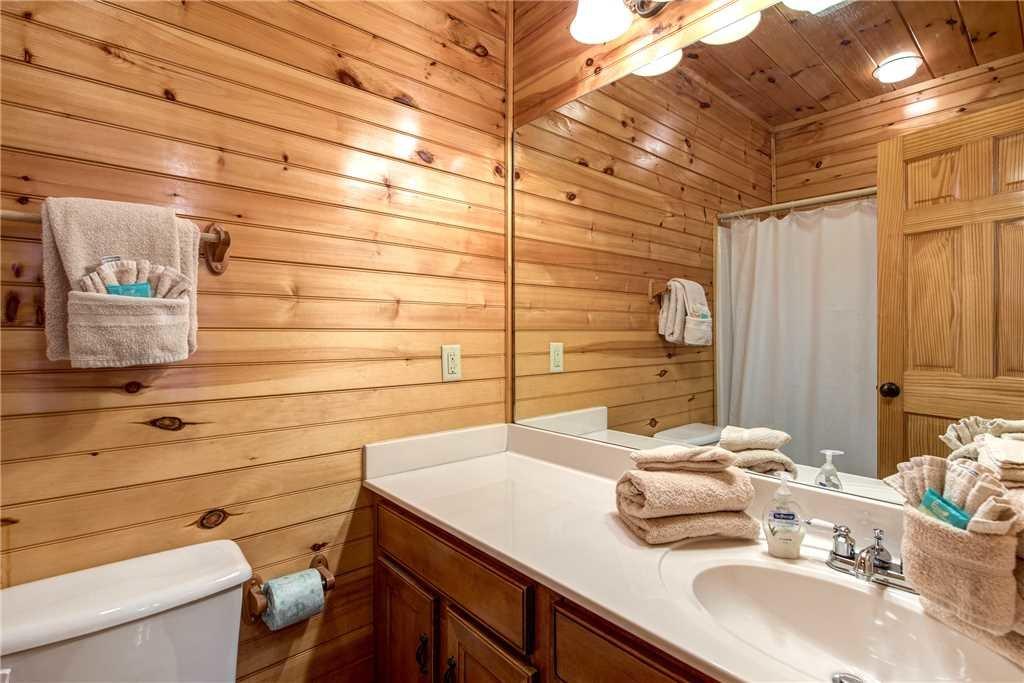 Photo of a Gatlinburg Cabin named Hemlock Inn - This is the twenty-fourth photo in the set.