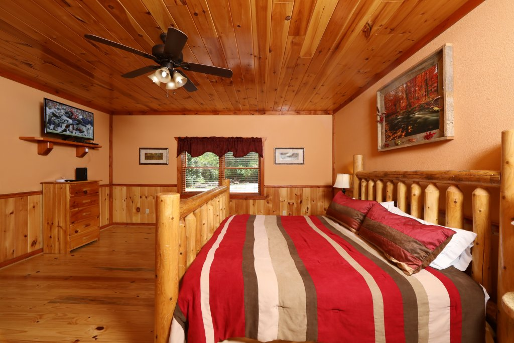 Photo of a Gatlinburg Cabin named Poolin' Around - This is the seventeenth photo in the set.
