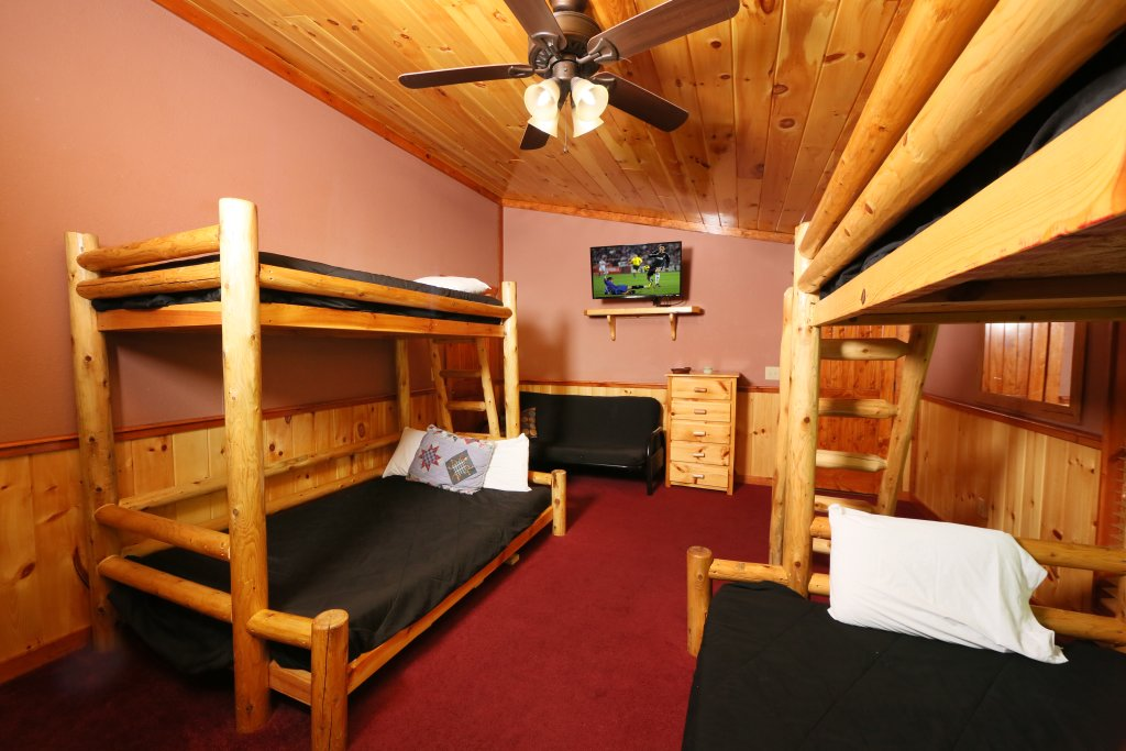 Photo of a Gatlinburg Cabin named Poolin' Around - This is the thirtieth photo in the set.