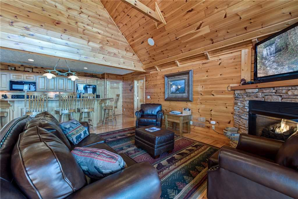 Photo of a Gatlinburg Cabin named Majestic Point Lodge - This is the sixth photo in the set.