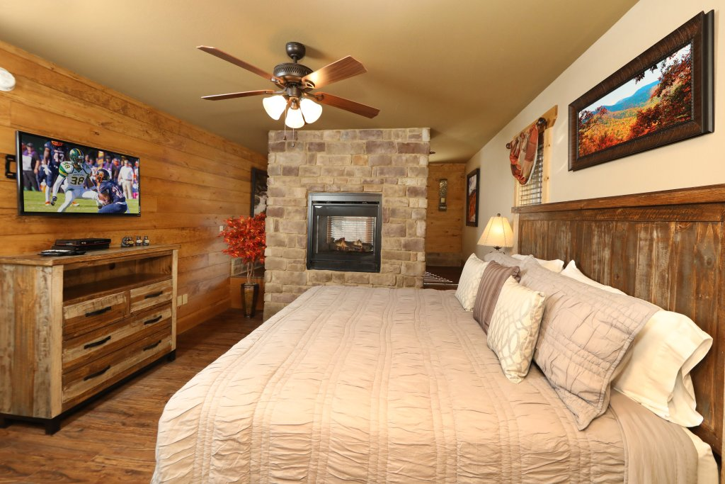Photo of a Gatlinburg Cabin named Hilltop Haven - This is the eighteenth photo in the set.