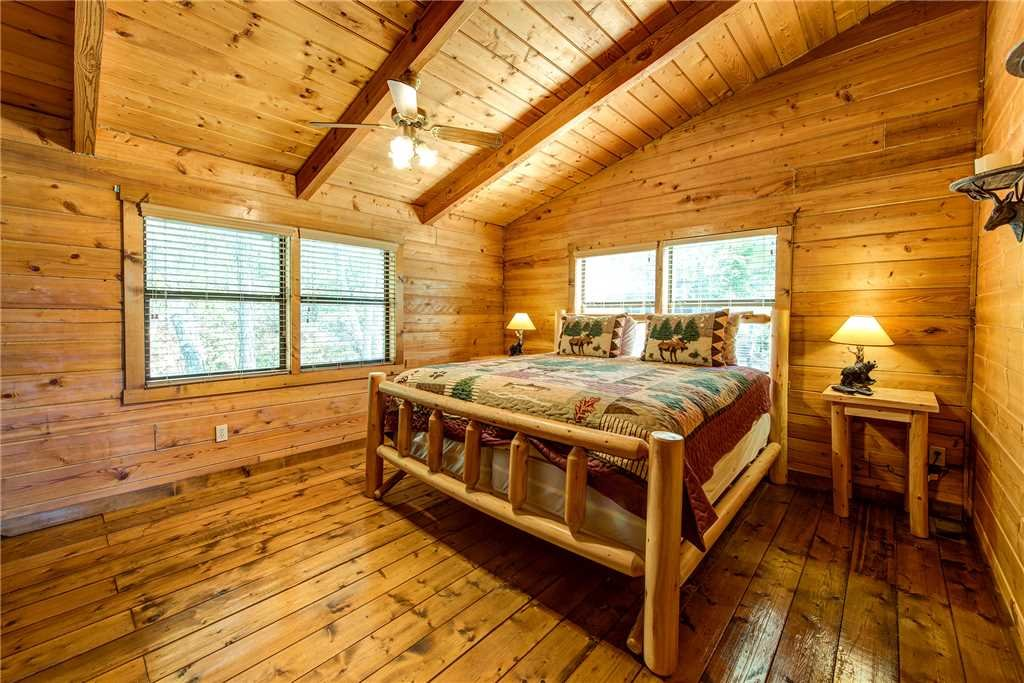 Photo of a Pigeon Forge Cabin named Tennessee Treasure - This is the forty-first photo in the set.
