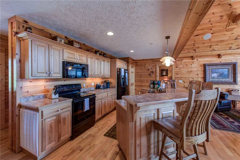 Photo of a Gatlinburg Cabin named Majestic Point Lodge - This is the eighth photo in the set.
