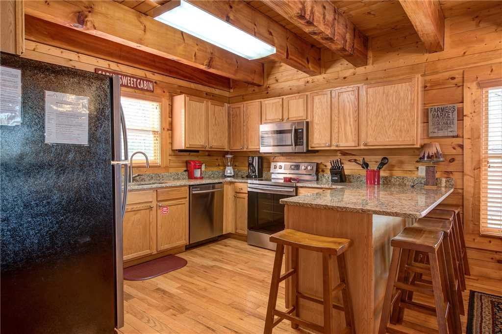 Photo of a Pigeon Forge Cabin named Sleepy Bear Lodge - This is the sixth photo in the set.