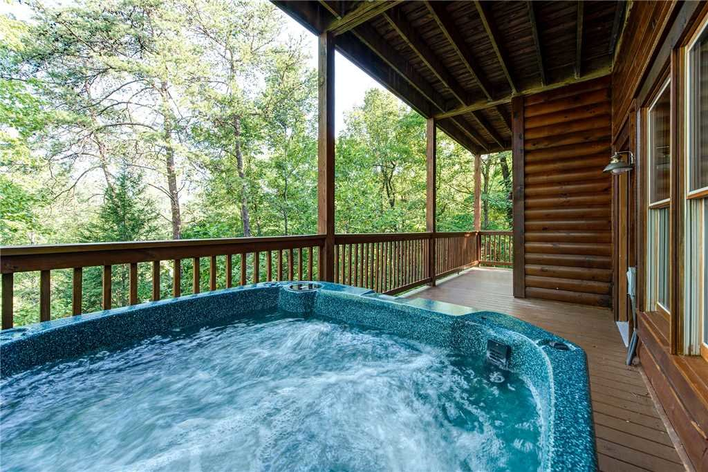 Photo of a Pigeon Forge Cabin named Sleepy Bear Lodge - This is the second photo in the set.