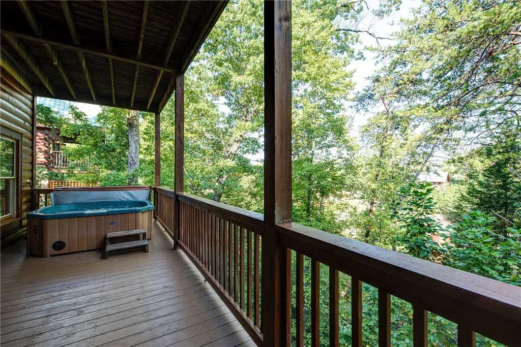 Photo of a Pigeon Forge Cabin named Sleepy Bear Lodge - This is the thirty-sixth photo in the set.