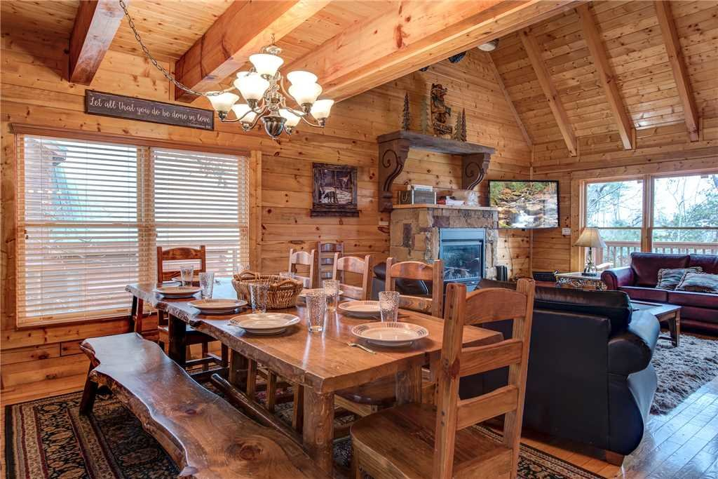 Photo of a Pigeon Forge Cabin named Sleepy Bear Lodge - This is the fourth photo in the set.