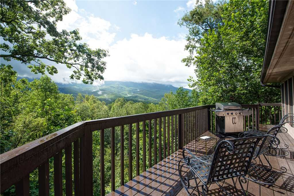 Photo of a Gatlinburg Cabin named Stand In Awe - This is the fifteenth photo in the set.