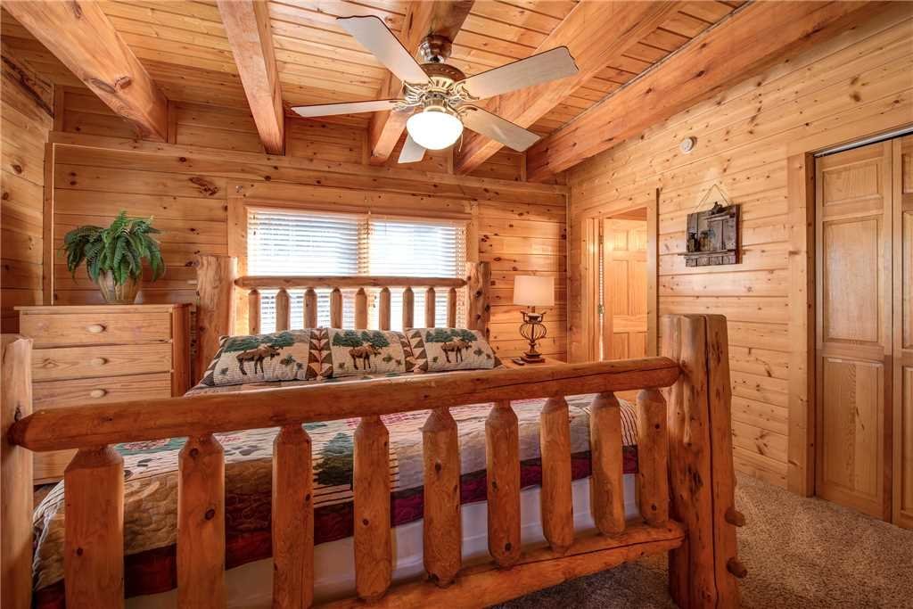 Photo of a Pigeon Forge Cabin named Sleepy Bear Lodge - This is the eleventh photo in the set.