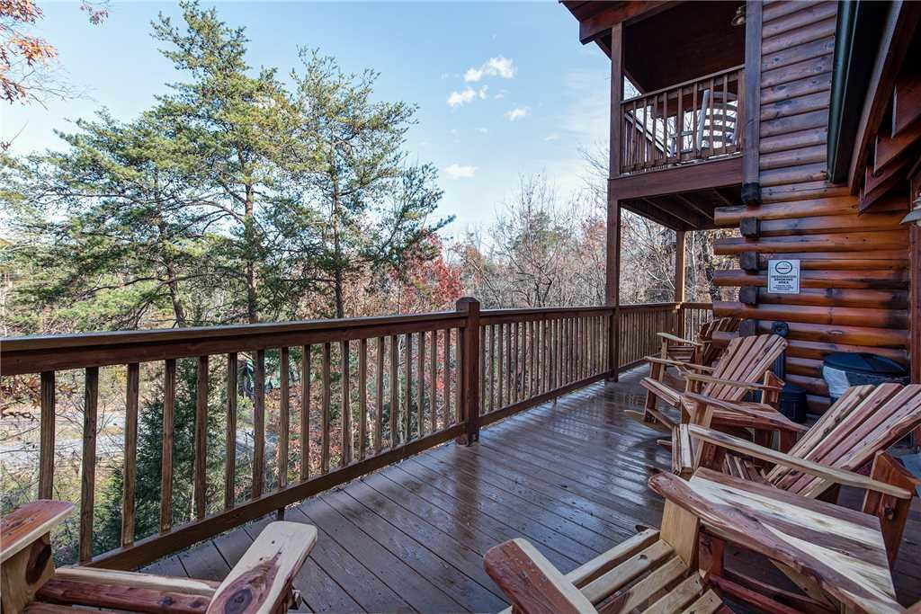 Photo of a Pigeon Forge Cabin named Sleepy Bear Lodge - This is the thirty-second photo in the set.